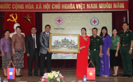 越南清化省与老挝华潘省红十字会加强合作 hinh anh 1