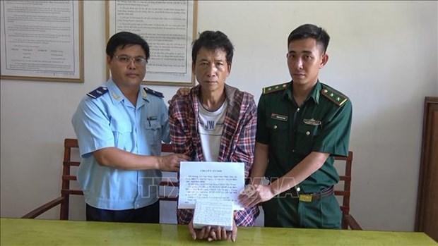 一自老挝贩运毒品至越南疑犯过海关时被抓 hinh anh 1