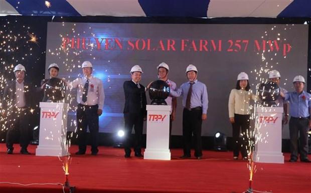设在富安省的中部最大太阳能发电厂落成 hinh anh 1