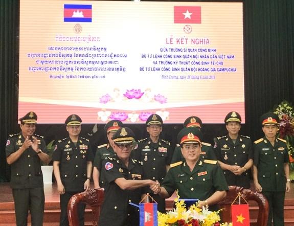越柬两国军队工兵司令部加强务实合作 hinh anh 1