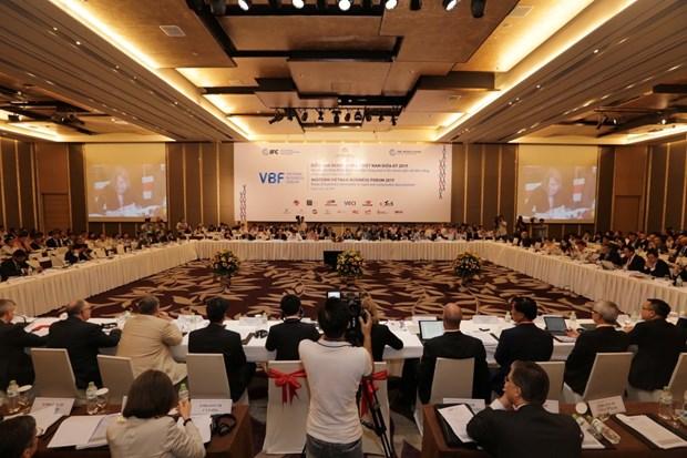 2019年度越南企业中期论坛:尽快完善基础设施体系 满足发展需求 hinh anh 1