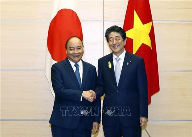 政府总理阮春福与日本首相安倍晋三举行会谈 hinh anh 1