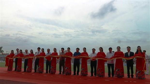 越南政府副总理王廷惠出席河静省体育场落成典礼 hinh anh 1