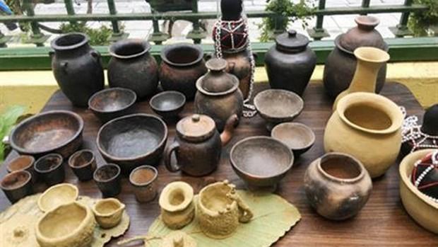 力争将崑嵩省巴拿族的陶器打造成旅游产品 hinh anh 1