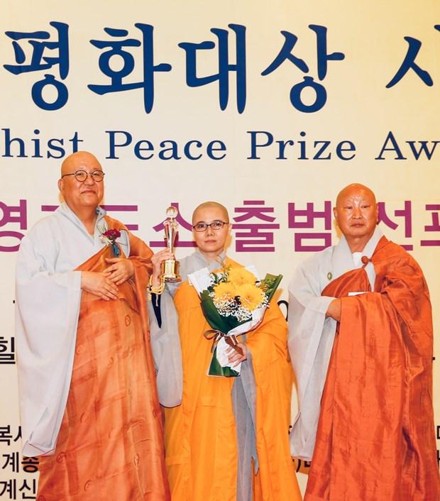 在韩越南佛教徒协会主席荣获世界佛教和平奖 hinh anh 1