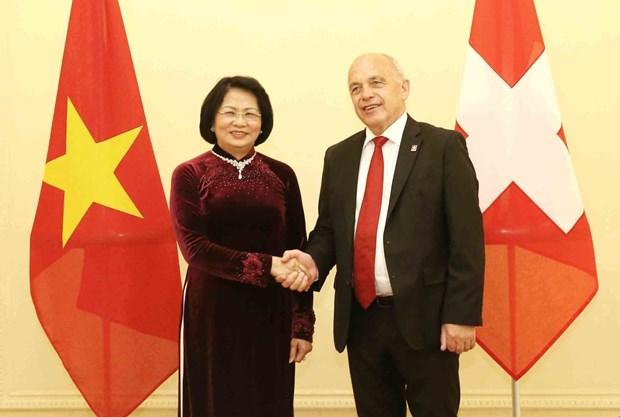 越南国家副主席邓氏玉盛会见瑞士总统乌利·毛雷尔 hinh anh 1