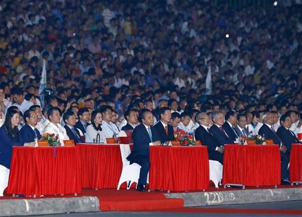 阮春福出席广义省重设30周年庆典 hinh anh 1
