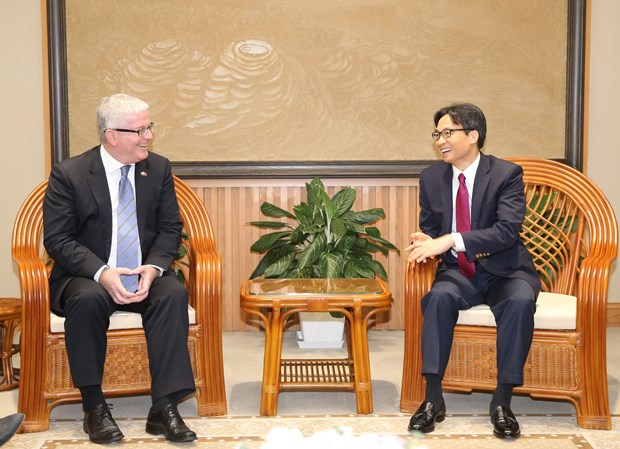 越南政府副总理武德儋会见前来辞行拜会的澳大利亚驻越大使 hinh anh 1