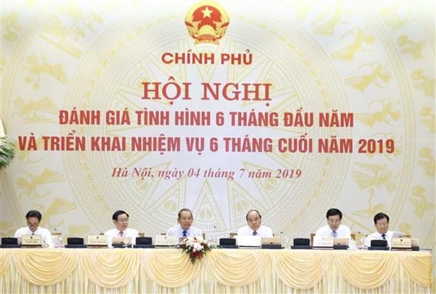 阮春福总理主持政府与各地方视频会议 hinh anh 2
