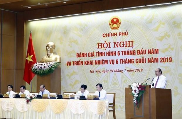 阮春福总理主持政府与各地方视频会议 hinh anh 1