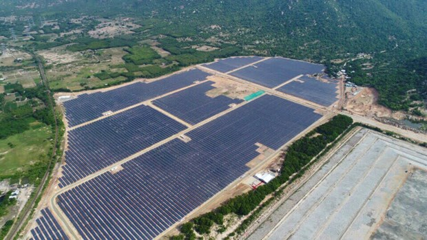 截至今年6月底全国82家太阳能发电厂并入国家电网 hinh anh 1