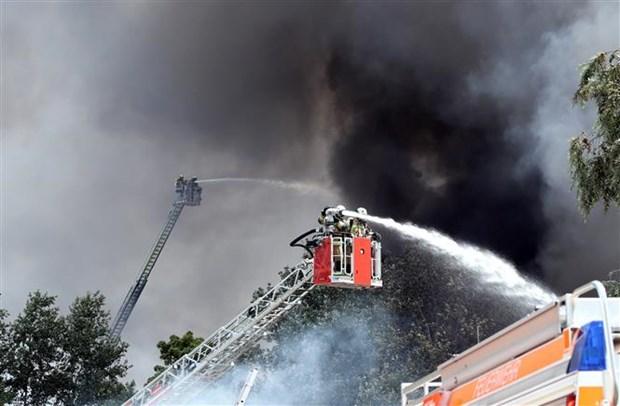 德国柏林越南人贸易中心突发火灾 消防历时5小时终扑灭 hinh anh 2