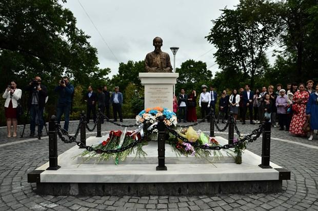 胡志明主席塑像在俄罗斯符拉迪沃斯托克市落成 hinh anh 2