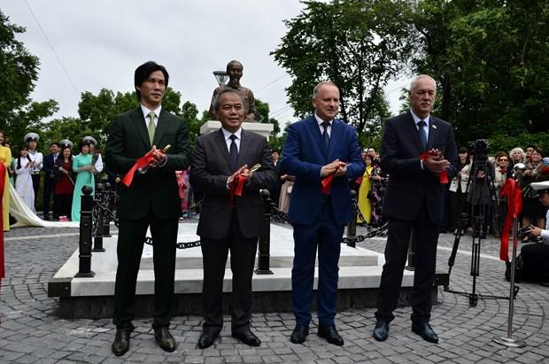 胡志明主席塑像在俄罗斯符拉迪沃斯托克市落成 hinh anh 1