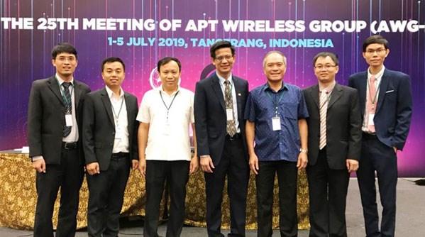 越南代表首次当选亚太电信组织无线电工作组会议主席 hinh anh 1