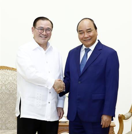 越南政府总理阮春福会见菲律宾外长 hinh anh 1