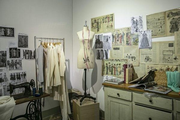 """""""往日之美""""时装展览会推崇不同时代的时装风格 hinh anh 2"""