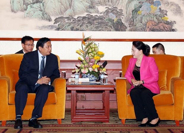 国会主席阮氏金银会见中国企业领导代表 hinh anh 1