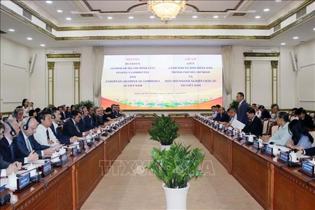 胡志明市领导会见越南欧洲商会领导与企业代表 hinh anh 1