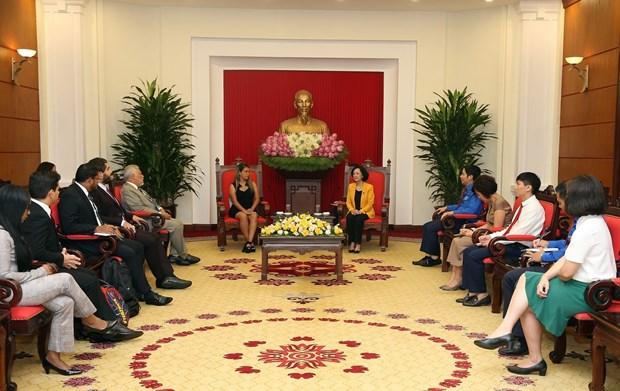 越共中央民运部部长张氏梅会见委内瑞拉统一社会主义党青年代表团 hinh anh 2