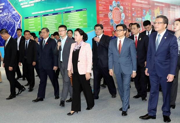 越南国会主席阮氏金银参观中国中关村科技会展中心 hinh anh 1