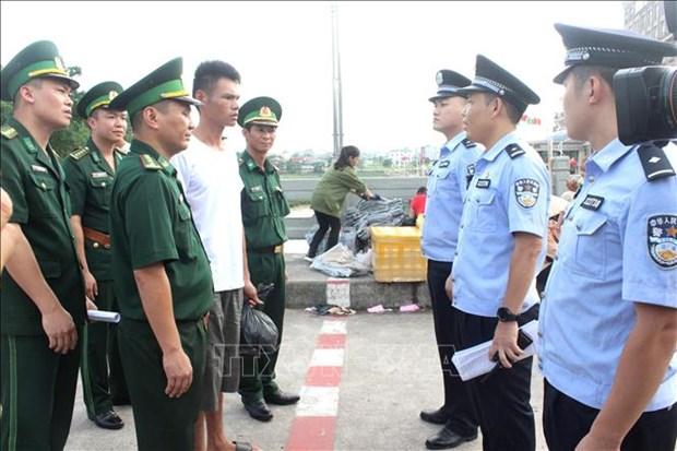 越南及时向海上遇险渔民提供救援 hinh anh 1