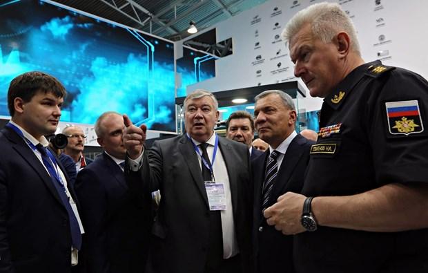 越南代表团出席第九届国际海事防务展 hinh anh 2