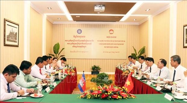 越柬两国加强祖国阵线工作合作 hinh anh 1