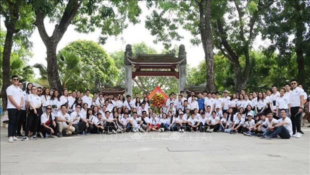 2019年越南夏令营:越侨青年造访胡伯伯老乡 hinh anh 1
