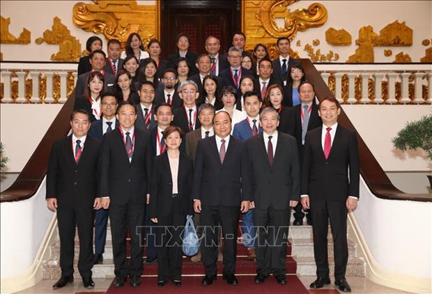 越南政府总理阮春福会见新加坡企业代表团 hinh anh 2