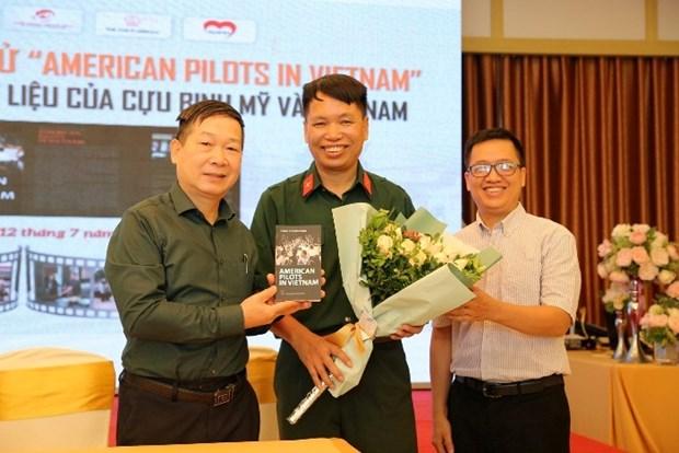 《在越南的美国飞行员》英文版书籍正式发行 hinh anh 3