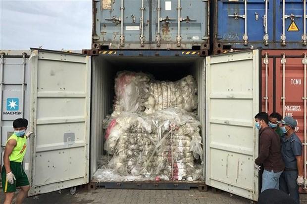 柬埔寨把83个塑料垃圾集装箱退回美国和加拿大 hinh anh 1