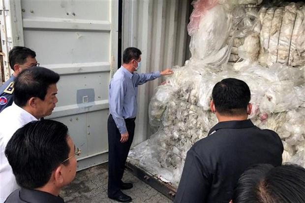 柬埔寨把83个塑料垃圾集装箱退回美国和加拿大 hinh anh 2