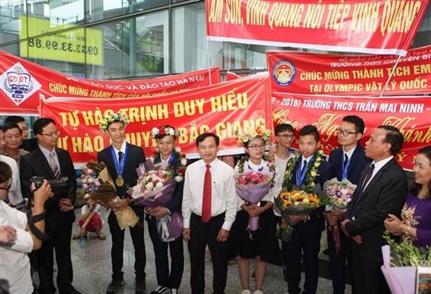 获得2019年国际物理学奥林匹克竞赛银牌的北江省学生获表彰 hinh anh 1
