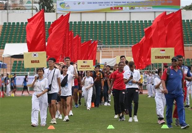 第26届胡志明市国际田径公开赛开幕 国内外55名运动员参赛 hinh anh 1