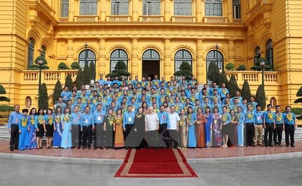 越共中央总书记、国家主席阮富仲会见优秀工会干部代表团 hinh anh 2