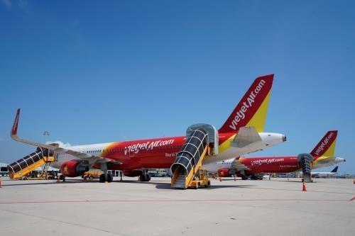 越捷航空公司因受台风丹娜丝影响调整四个航班执行计划 hinh anh 1