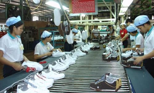 2019年越南力争实现鞋类出口总额达215亿美元的目标 hinh anh 1