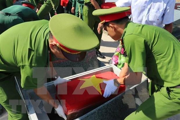 越南伤残军人和烈士日:在柬牺牲的越南烈士遗骸追掉会和安葬仪式举行 hinh anh 2