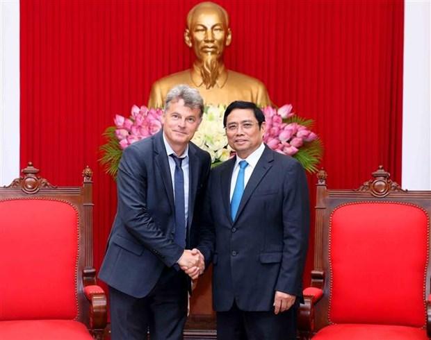 越共中央组织部部长范明正会见法国共产党全国书记法比安鲁塞尔 hinh anh 1