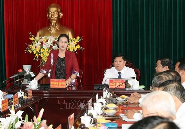 越南国会主席阮氏金银与永隆省骨干干部举行工作座谈会 hinh anh 2