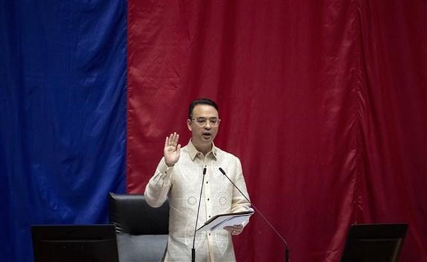 菲律宾前外长卡耶塔诺当选新一任众议院议长 hinh anh 1