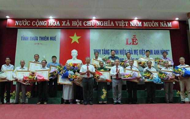 越南全国各地纷纷举行活动纪念越南伤残军人与烈士日72周年 hinh anh 2