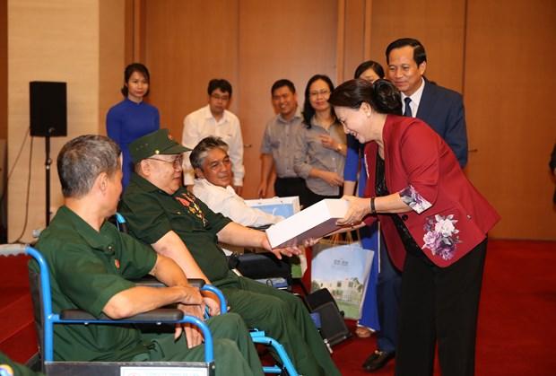 国会主席阮氏金银会见全国模范伤残军人代表 hinh anh 1