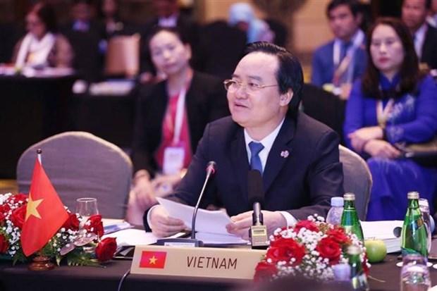 越南教育培训部长:努力营造幸福学习环境 激发学生终身学习动力 hinh anh 1