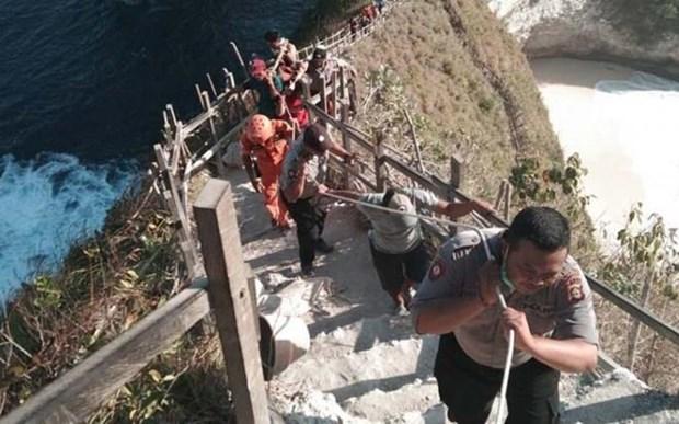 将在印尼巴厘岛遇难的越南游客遗体运送回国 hinh anh 1