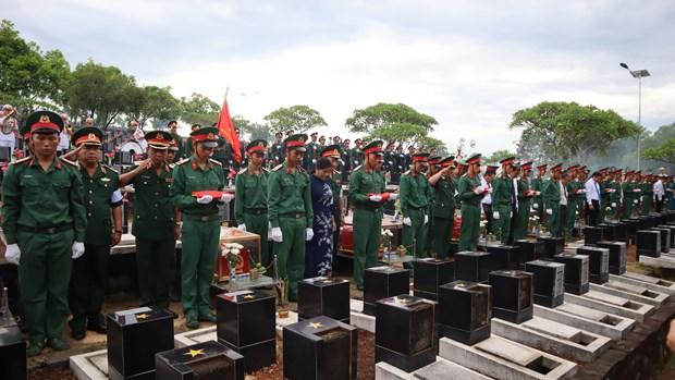 在柬牺牲的越南烈士追掉会及遗骸安葬仪式在平福省举行 hinh anh 2