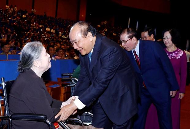 越南政府总理阮春福出席2019年全国伤残军人先进代表表彰大会 hinh anh 2