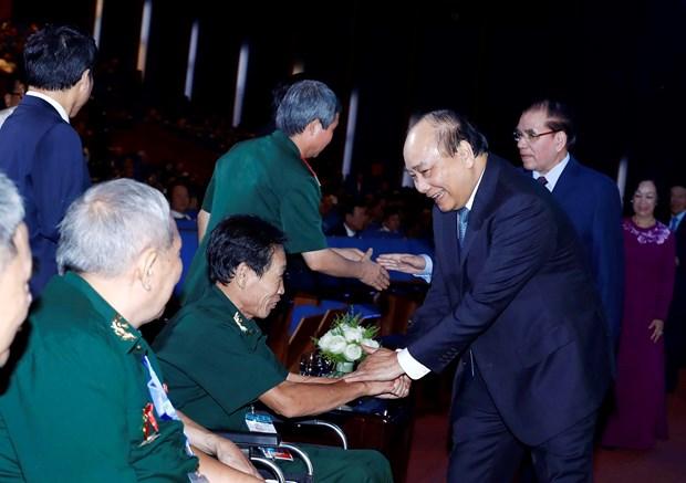 越南政府总理阮春福出席2019年全国伤残军人先进代表表彰大会 hinh anh 3