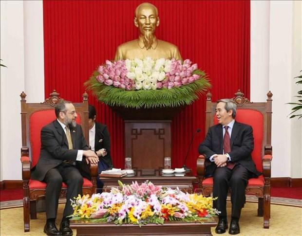 越共中央经济部部长阮文平会见美国财政部代表团 hinh anh 1